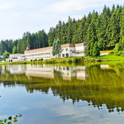 Hotel_Luna_budova_a_okoli